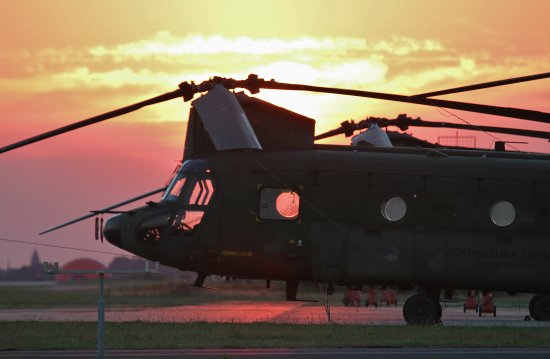 chinook helicopter evening sun