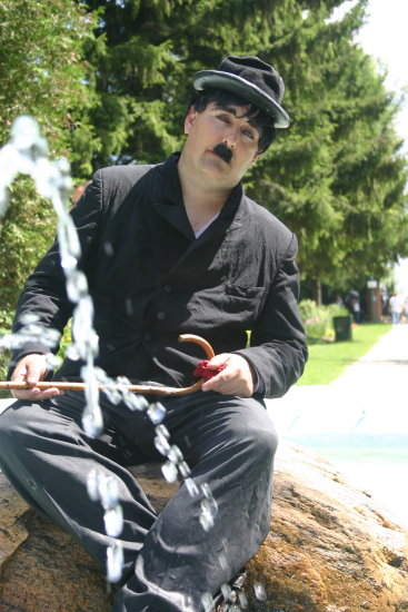 charile canada clown mime busker water 2005 2006 wet funny ontario