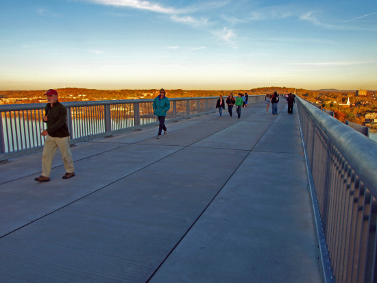 hudsonriver bridge walkway people