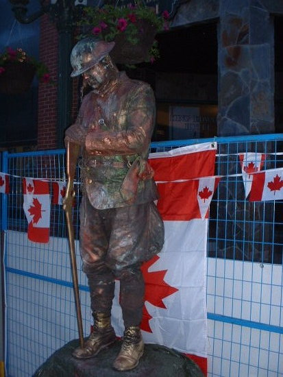 Banff Canada STATUE mime busker theater picture 2007 Sculpture outside