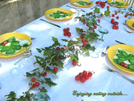 table lunch plates tomatoes sun summer France