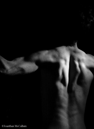 man bw muscles back arms selfportrait canon gunter