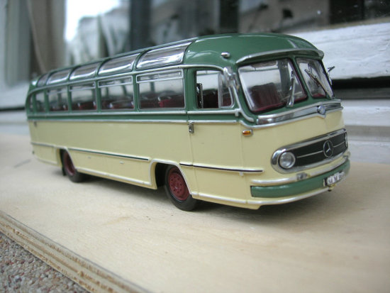 Bus mercedes diecast toy