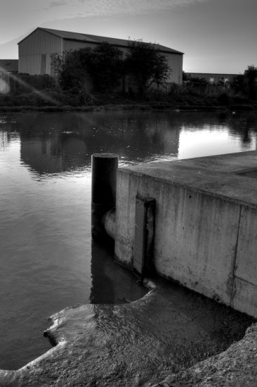 riverside hull hightide nikond3000 urban industrial river yorkshire mono