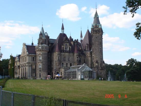 the castle in Moszna (city)