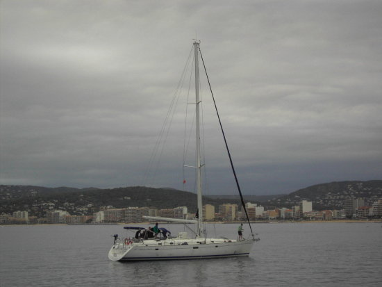 barca ship barco boat mar sea beach platja playa vela veler velero cloud