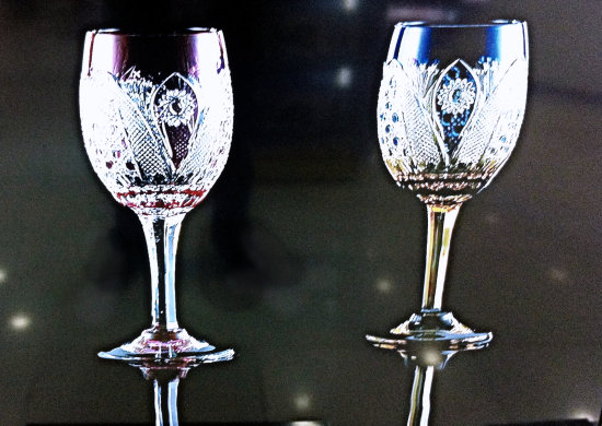 cristal wine glasses light