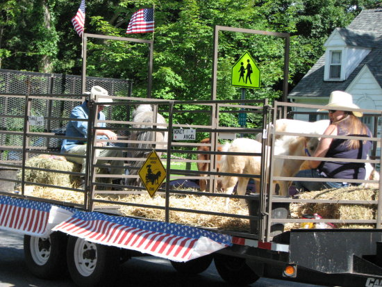 upstate newyork cazenovia caz july4th parade float horses
