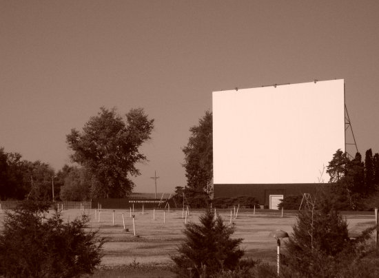 theater drive_in movies cinema relic classic fading ameican midway_Drive_in