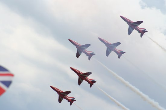 biggin hill international air display show red arrows