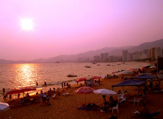 acapulco mexico sunset sky pink people sea sunsetfriday