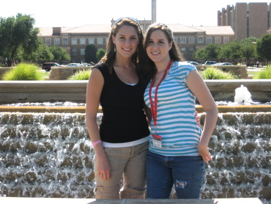Me and Rach in Memorial Fountain! hehe