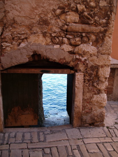 architecture water keyhole oldbuilding