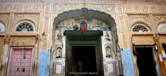 doorway haveli mandawa rajasthan india