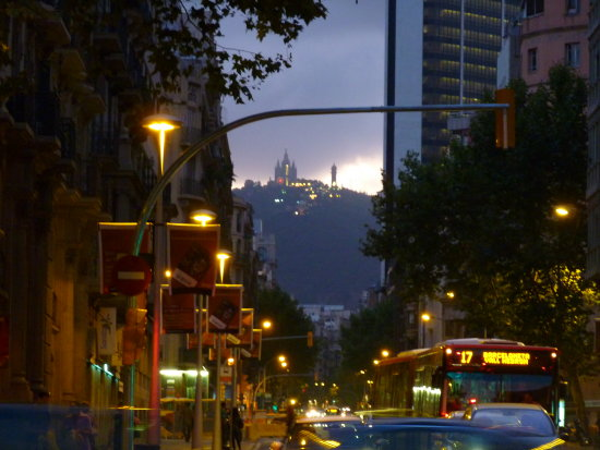 It's getting dark in Barcelona ... July 2009
