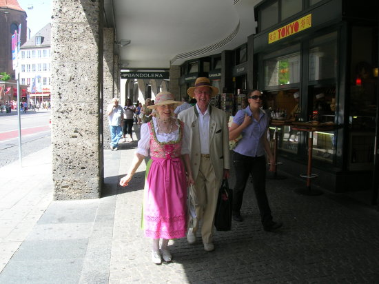 COUPLE IN EUROPE
