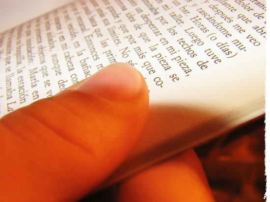 reading fingers letters book macro Sabato