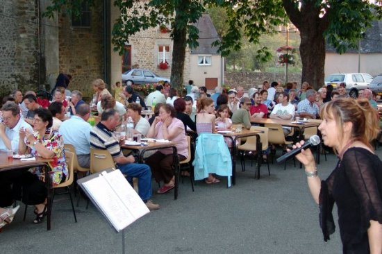 singer festive meal outside tonight fr singing eating microphone countryside