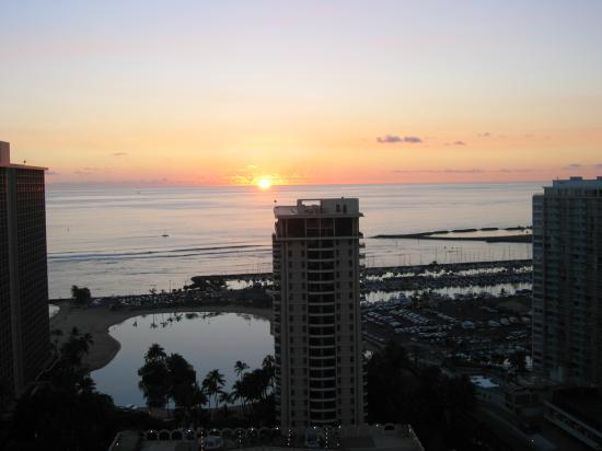 waikiki beach oahu hawaii hilton hawaiian village sunset
