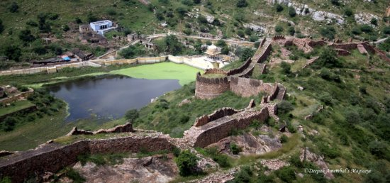 pond fort wall jaigarh amer rajasthan india