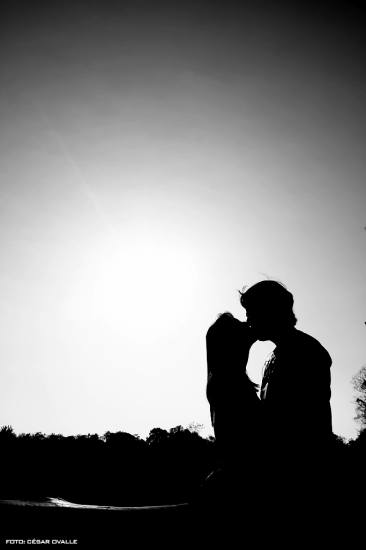 kiss shadow silhouette bw love