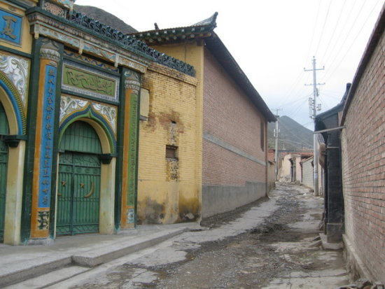 china tibet xiahe mosque gate alley