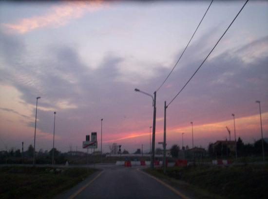 A not really interesting street near where I live. But yesterday, the sky was so wonderful!