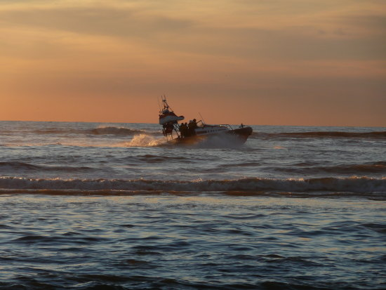 sundown sea beach katwijk holland jeever jolie lifeguard