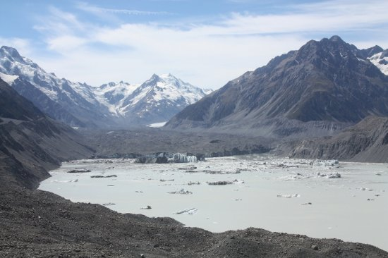 Aoraki Mount Cook What difference a few weeks can make.  We visited here 6 weeks ago but since t...