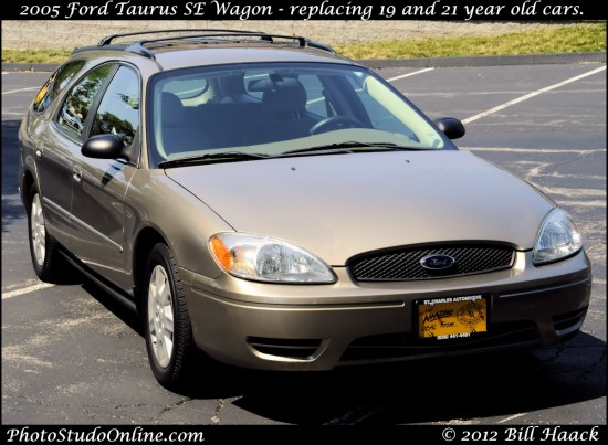 stlouis missouri usa Ford Taurus car 2005 gold YAY 062712