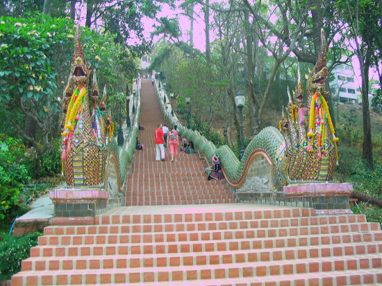 Footsteps to the oldes temple in Chiang Mai