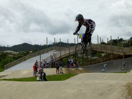 bmx bmxracing racing practice training jump extreme boy teenager bike