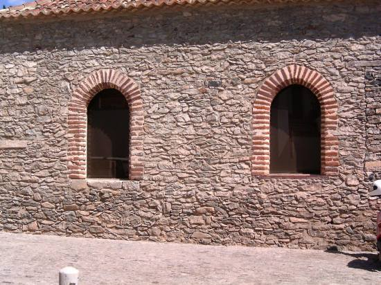 Portugal Madeira window island Porto Santo 2005 stone wall windowclub