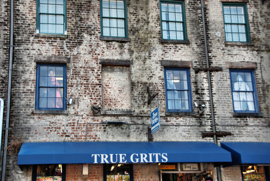 true grits river street savannah georgia gift shop windowclub