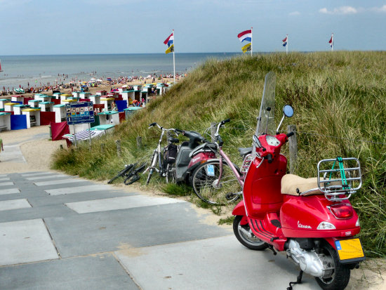 beach sea katwijk jolie jeever holland scooter