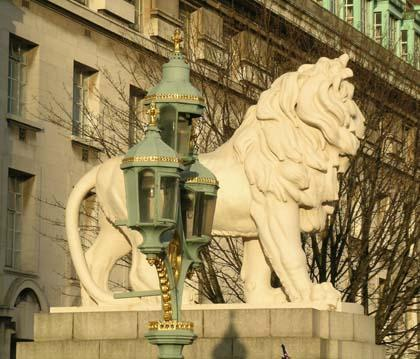 london lamp lion