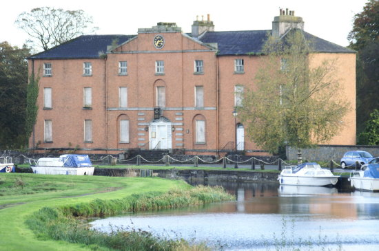 old grand canal hotel in robertstown