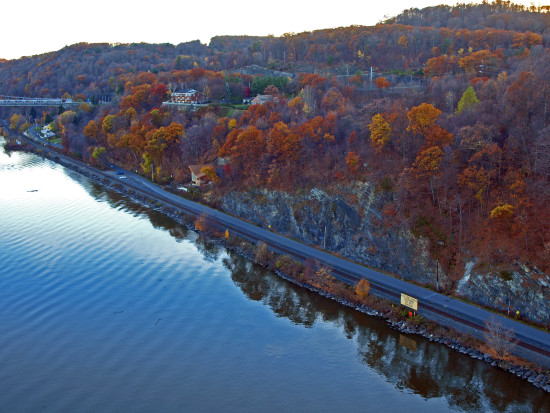 railroadtracks road river hudsonriver fallcolour