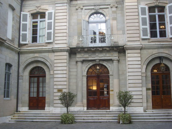 annamariasdoorsclub windowclub Geneva old city 5