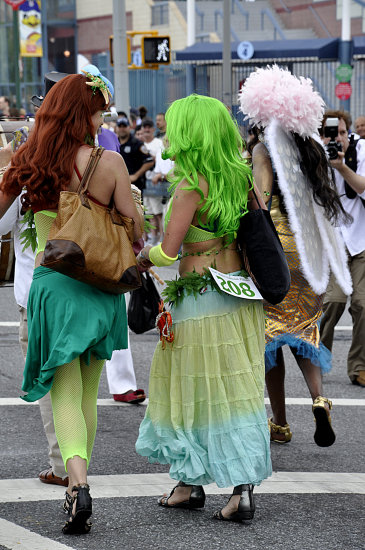 mermaid parade coneyisland brooklyn newyork couple