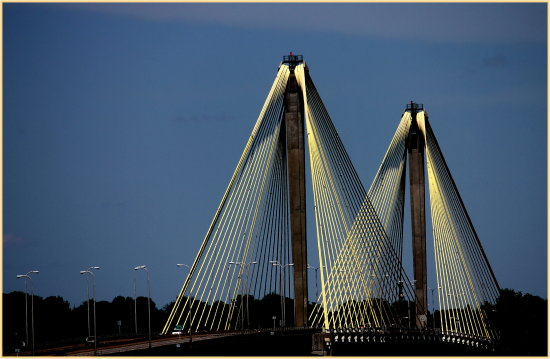 cablebridge StLouisMissouri AltonIllinois Dusk