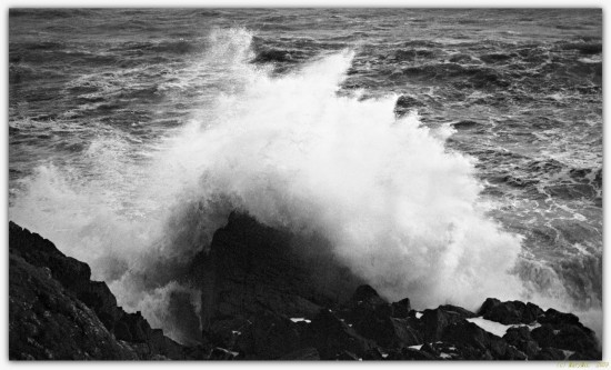 bw wave storm splash rock rocks sea