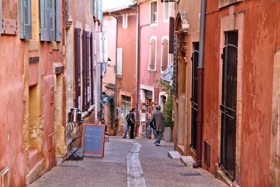 Alleys in Roussillon, the ocra village