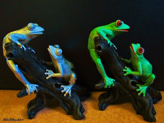 Green Frogs Sculpture Plastic Silver Green Paint Red Eyes