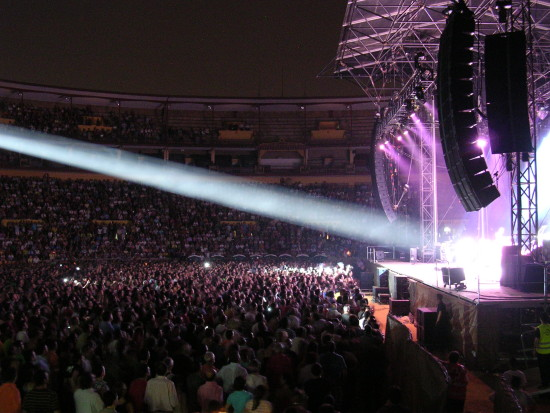 Mark Knopfler Cordoba bullring corrida stage lighting spotlight