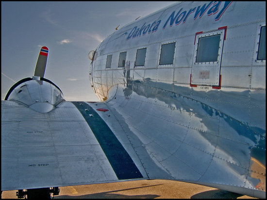 plane aircraft dc3 airplane wing dakota norway old metal reflection