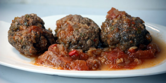 Meatballs (75% beef, 25% pork) with tomato sauce