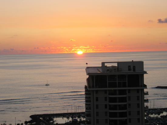 oahu beach waikiki sunset village hawaiian hilton hawaii