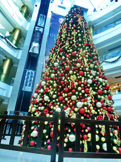 christmas tree balls mall