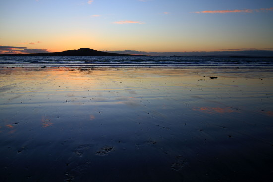 rangitoto sunrise narrow takapuna beach